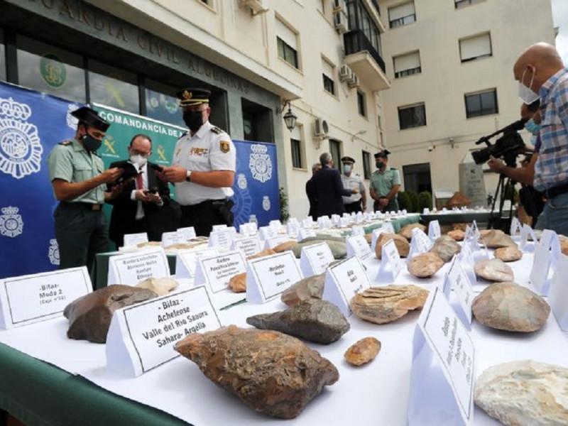 Incautan a un coleccionista de La Línea (Cádiz) más de 500 útiles prehistóricos