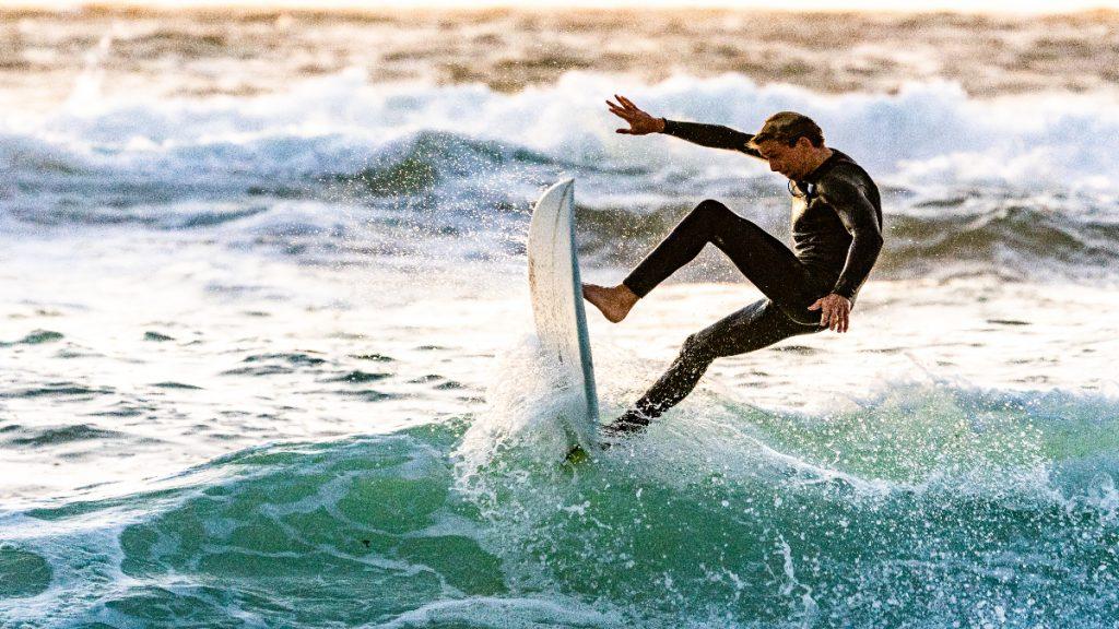 surf deporte verano ejercicio completo grasa adelgazar