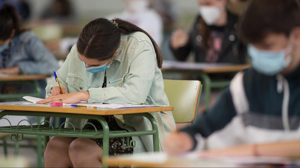 Estudiantes de bachillerato realizan los exámenes de la Ebau, la antigua Selectividad.
