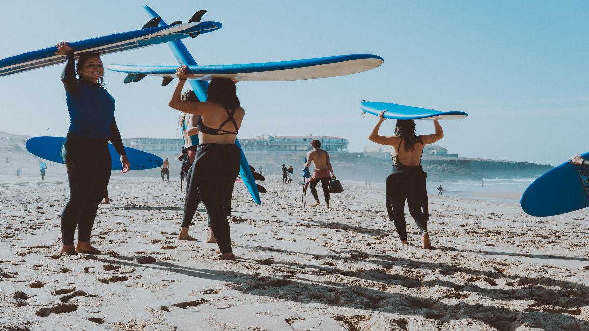 Cuatro motivos para hacer surf este verano y estar más en forma que nunca (con 20 años o con 40)
