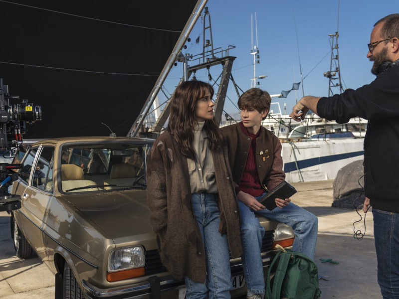 Macarena García, Pau Gimeno y Fernando González Molina en el set de rodaje de la serie 'Paraíso'.