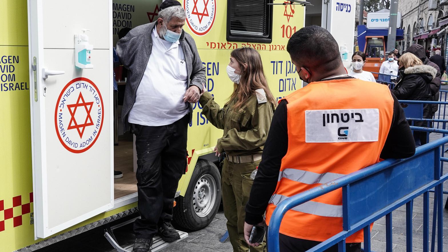 Israel relaciona la vacuna de Pfizer con casos de miocarditis en personas de entre 16 y 30 años