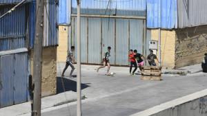 Interceptan 14 menores con covid cuando se fugaban de la cuarentena en Ceuta