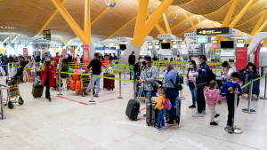 """Madrid alerta del """"preocupante"""" aumento de la variante colombiana e insiste en vigilar Barajas"""