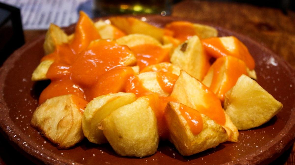Dónde comer patatas bravas en Madrid: cinco restaurantes en las que son un clásico