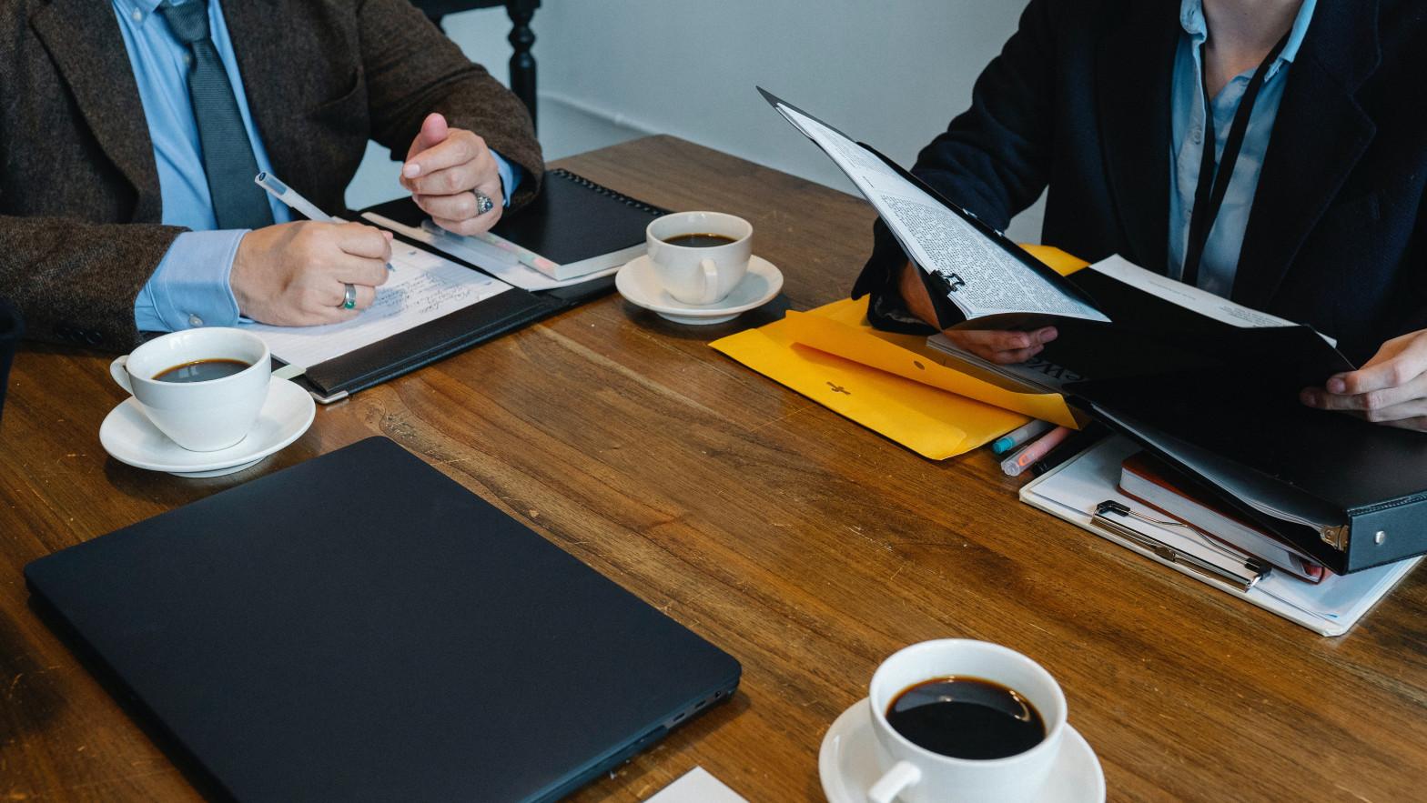 Las empresas estarán obligadas a contratar a un empleado por cada jubilación forzosa