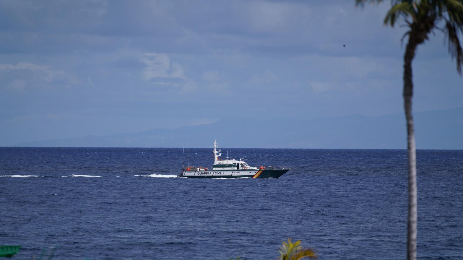Encuentran una botella de oxígeno y una sábana en la zona donde se busca a las niñas desaparecidas en Tenerife