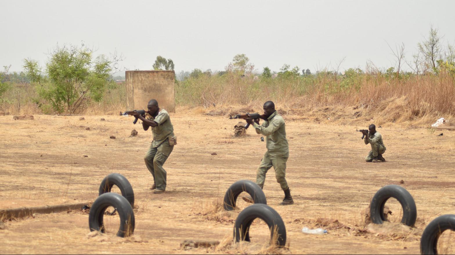 España, pendiente de Francia y la UE para esclarecer el futuro de su participación militar en Mali