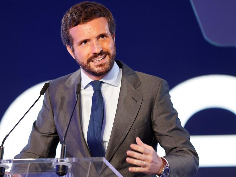 Pablo Casado desautoriza a Isabel Díaz Ayuso y reivindica la figura de Felipe VI