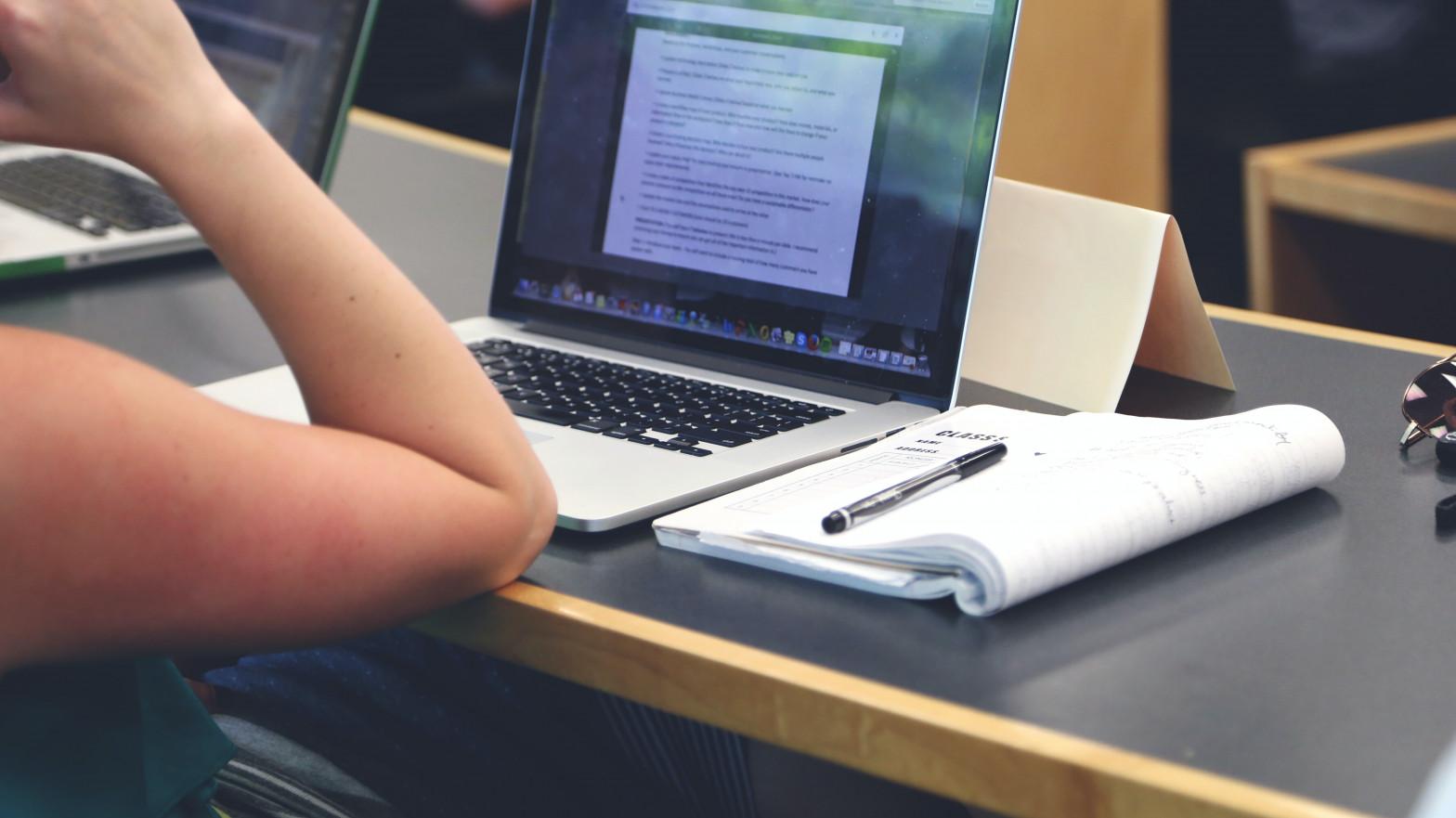 La ministra Celaá presenta la ley de FP que crea cursos de titulación oficial de 50 horas