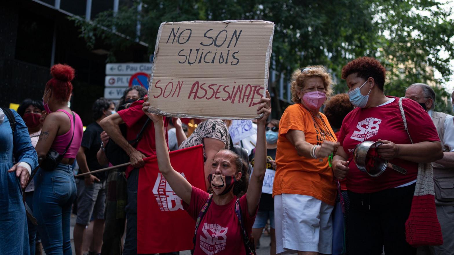 Unas 250 personas se concentran en Barcelona por el suicidio de un hombre que iba a ser desahuciado