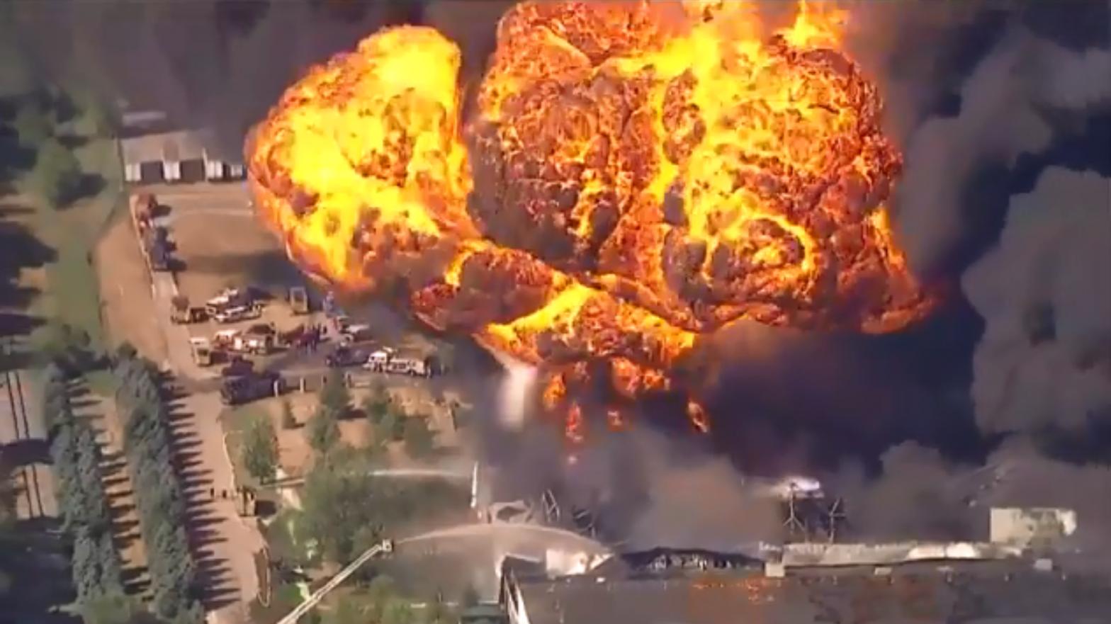 Una fuerte explosión en una planta química de EEUU provoca la evacuación de cientos de personas