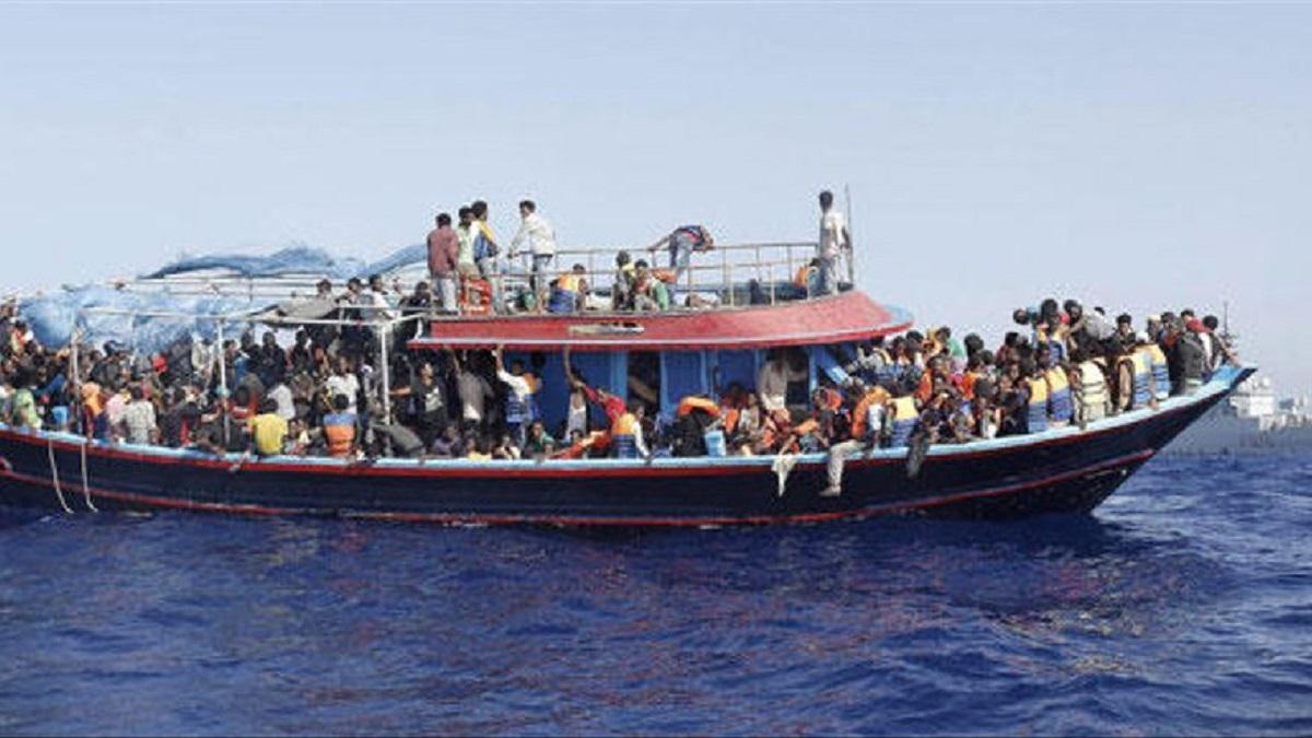 Hallan un gran número de muertos tras volcar un barco en las costas de Yemen