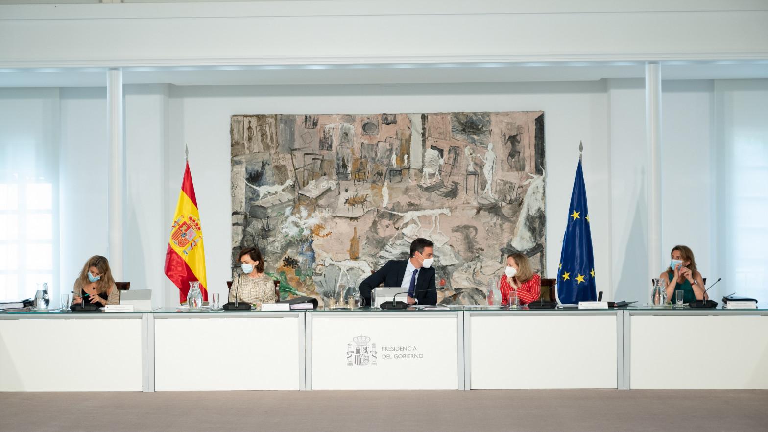 Sánchez cambiará el Gobierno la segunda quincena de julio tras precipitar los indultos