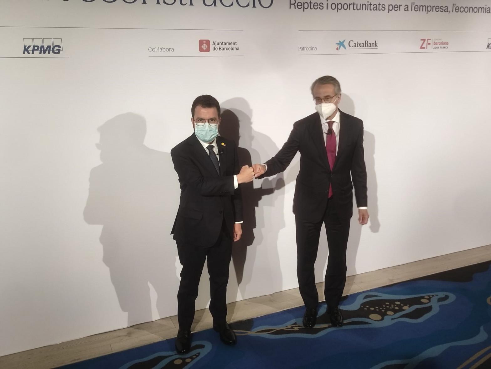 El presidente de la Generalitat, Pere Aragonès, y el presidente del Cercle d'Economia, Javier Faus.