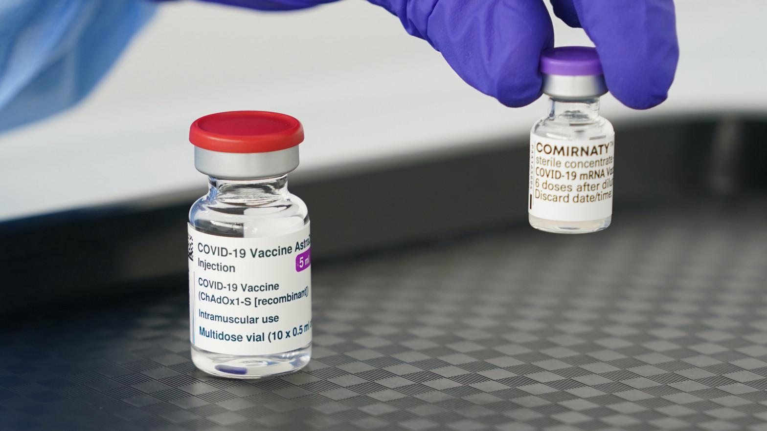 Tres comunidades adelantan la segunda dosis de AstraZeneca a mayores de 60 años