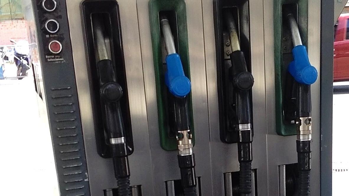El precio de la gasolina se encarece más de un 14% en lo que va de año y remonta a máximos de 2014