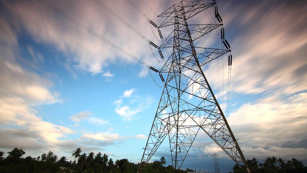 El precio de la luz baja por segundo día, pero se mantiene por encima de los 92 euros por MWh