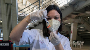 El 30,4% de la población española ya tiene la pauta completa de la vacuna
