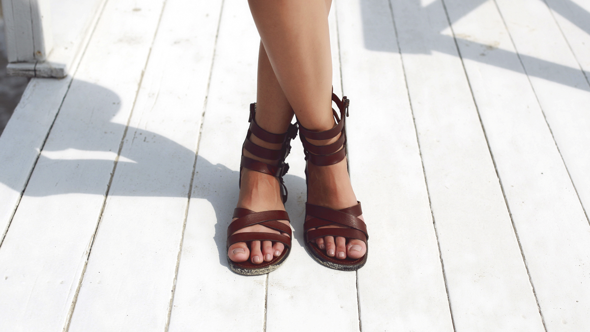 Cómo preparar los pies para poder lucir sandalias todo el verano: los trucos que no conoces