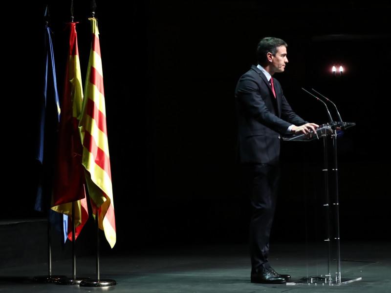 Sánchez usa un poema que recitaron Omnium y ANC antes de la consulta independentista de Artur Màs