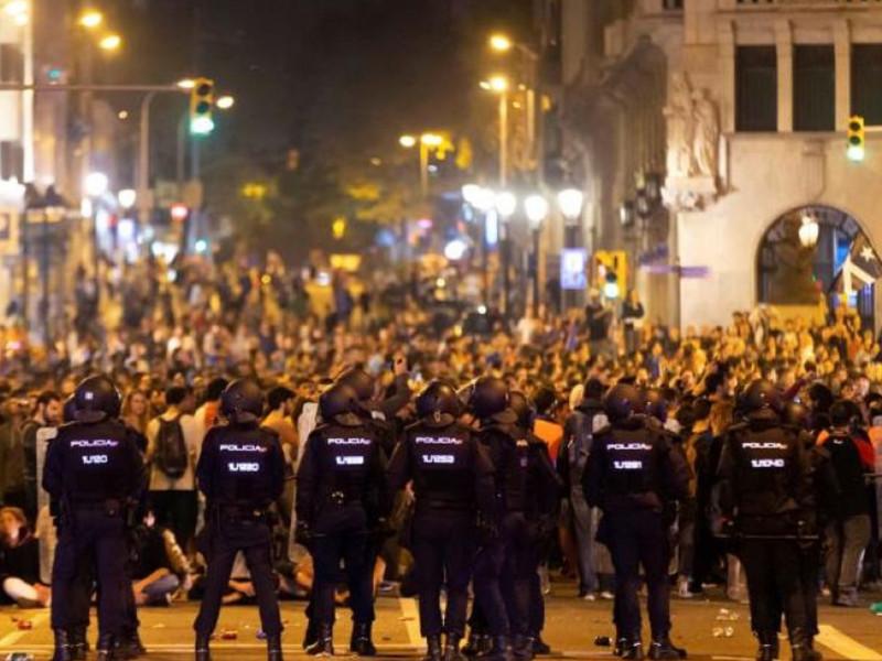 Policías nacionales desplegados en Barcelona
