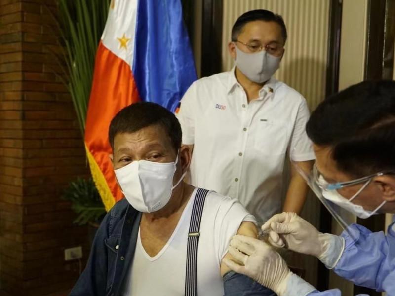 Filipinas amenaza con encarcelar a quien rechace vacunarse contra la covid