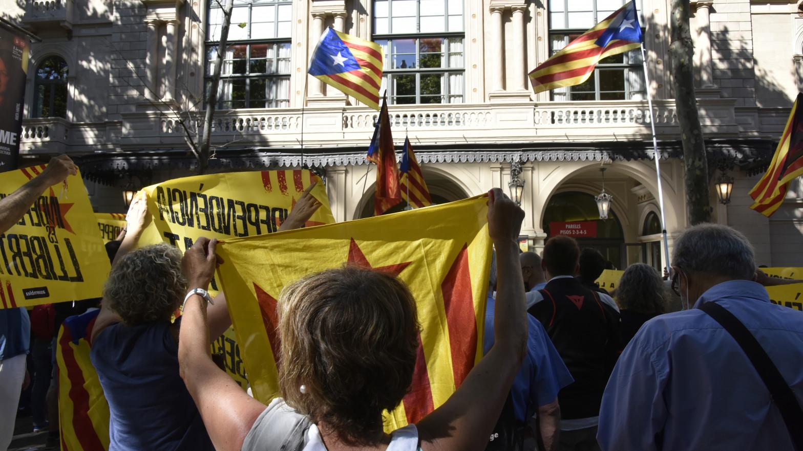 La mitad de las empresas que han salido de Cataluña desde el 1-O están en Madrid