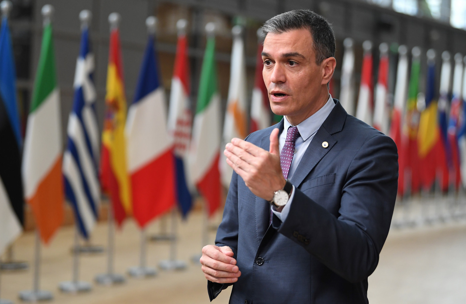 """""""Se desploma en los sondeos"""": los indultos dan la puntilla a la credibilidad de Sánchez"""