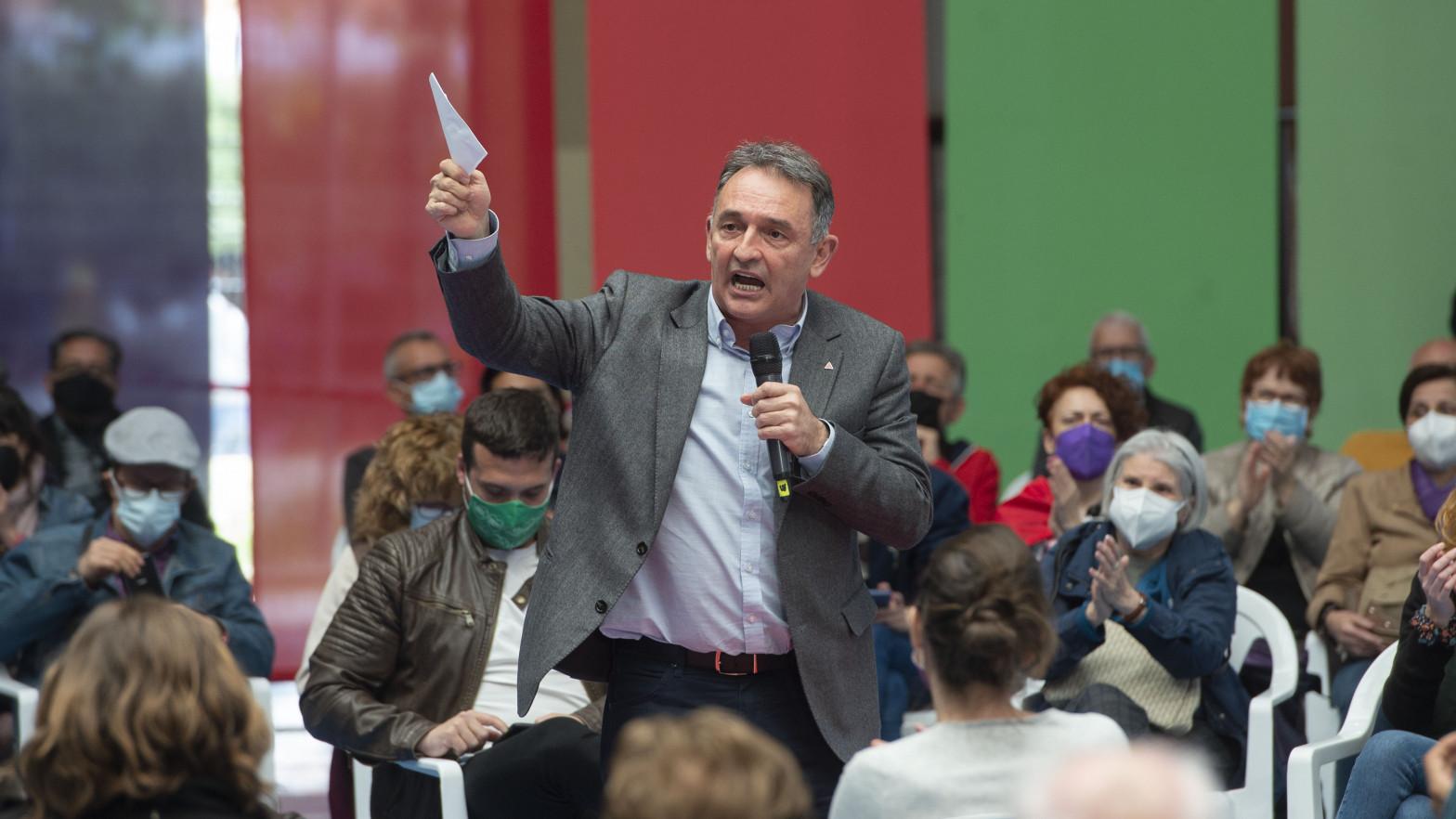 Enrique Santiago y el PCE intentan asaltar IU Madrid para forzar la fusión con Podemos