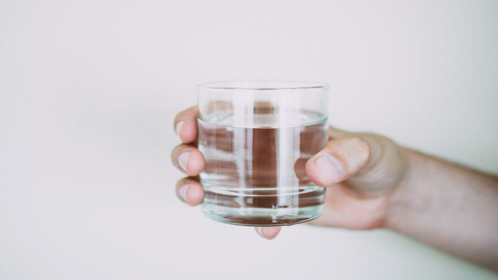 drink water hydration hyperhydration hyponatremia