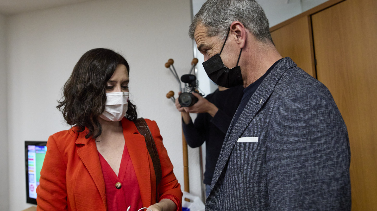 Ayuso ficha a Toni Cantó para dirigir la Oficina del Español en Madrid