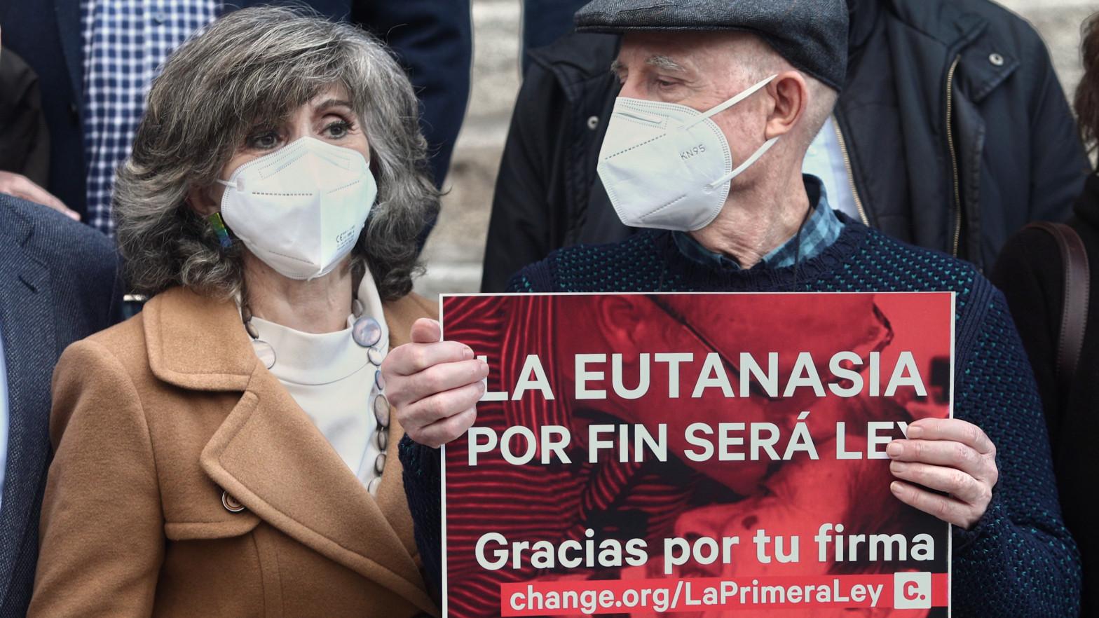 La Fiscalía de Madrid retira la acusación contra Ángel Hernández por ayudar a morir a su mujer enferma de esclerosis