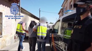 Momento en que la Policía detiene al acusado de yihadismo en Santa Olalla