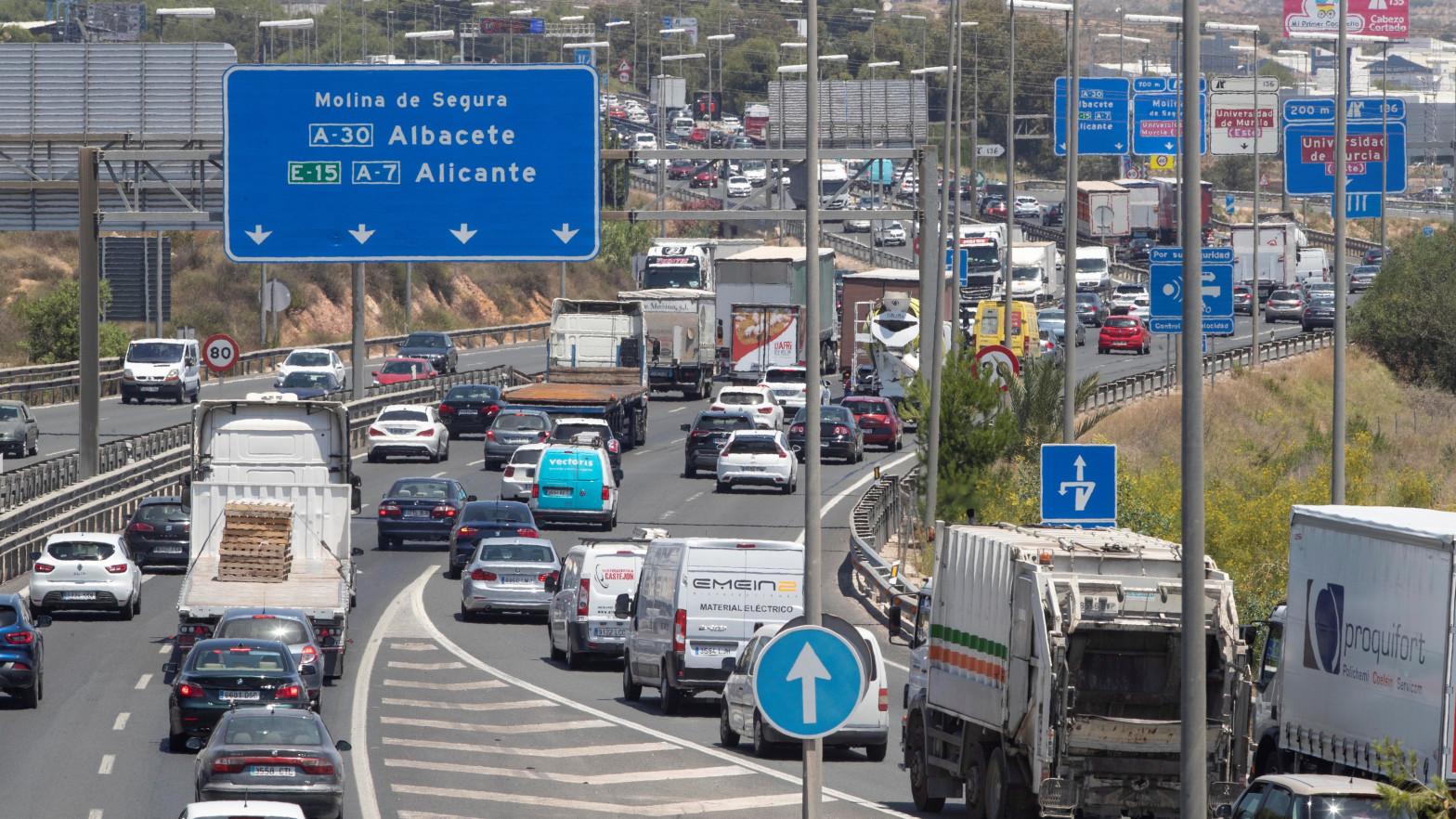 Retenciones de tráfico en la autovía A-7 a su paso por Murcia.