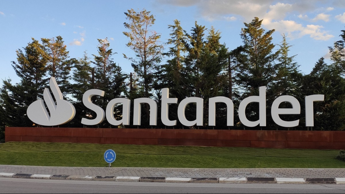 Santander suaviza las condiciones para quitar comisiones en su Cuenta One