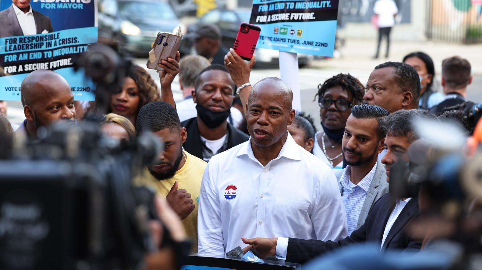El expolicía Eric Adams se proclama vencedor de las primarias a la Alcaldía de Nueva York