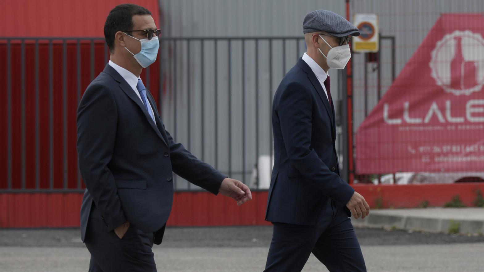 La Fiscalía mantiene la acusación a los dos mossos que acompañaban a Puigdemont pero rebaja la pena.