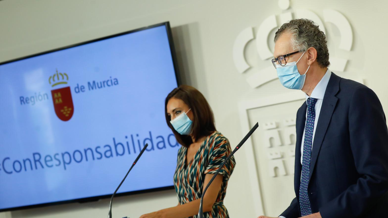La portavoz del Ejecutivo regional, Valle Miguélez, y el consejero de Salud, Juan José Pedreño
