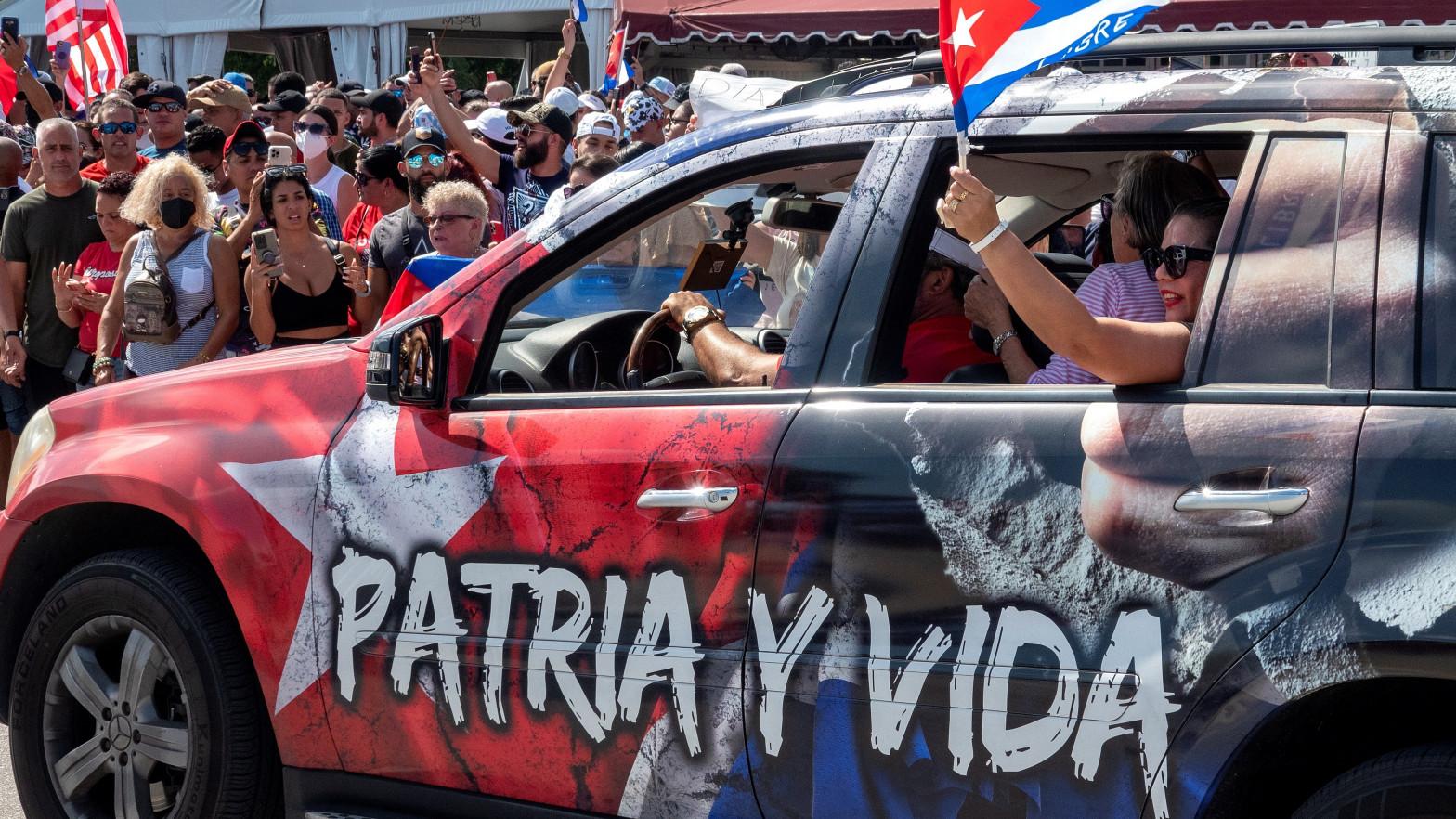 Los cubanos se revuelven contra el régimen en las mayores protestas desde 1994