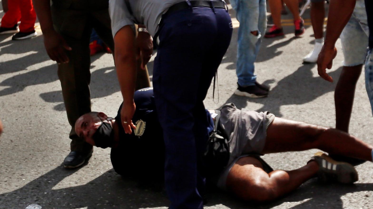 Amnistía Internacional reporta represión policiaca, detenciones y militares en Cuba