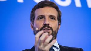 """El PP dice que Sánchez está """"chamuscado"""" y le """"sorprende"""" que Garzón siga como ministro"""