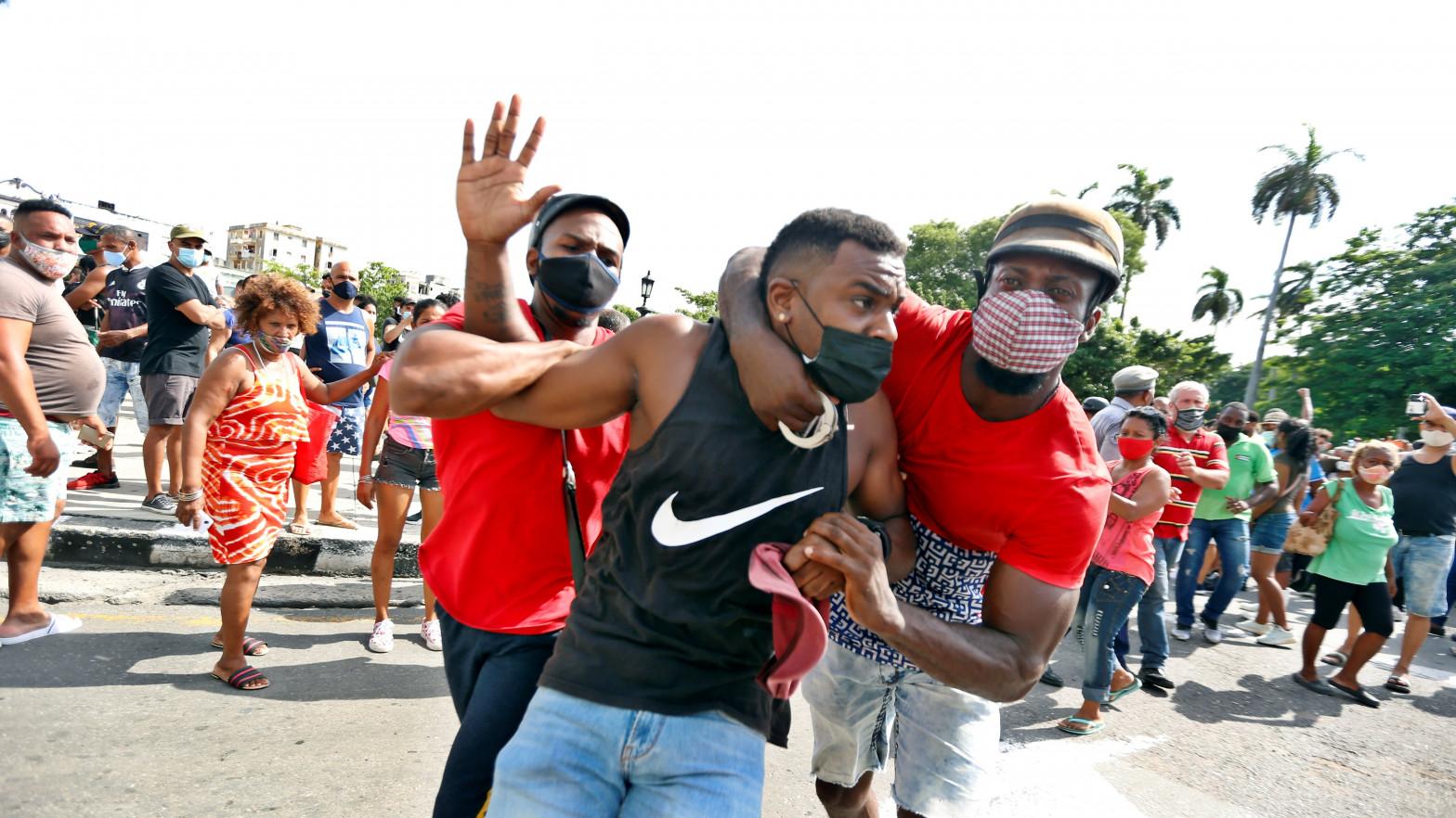 """El viejo PSOE pide llamar a Cuba """"por su nombre"""" y el Gobierno evita llamarla """"dictadura"""""""