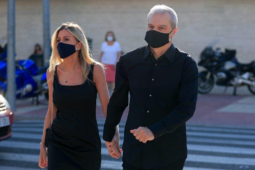El presentador Ramón García con su mujer Patricia Cerezo, en el funeral de Álex Lequio