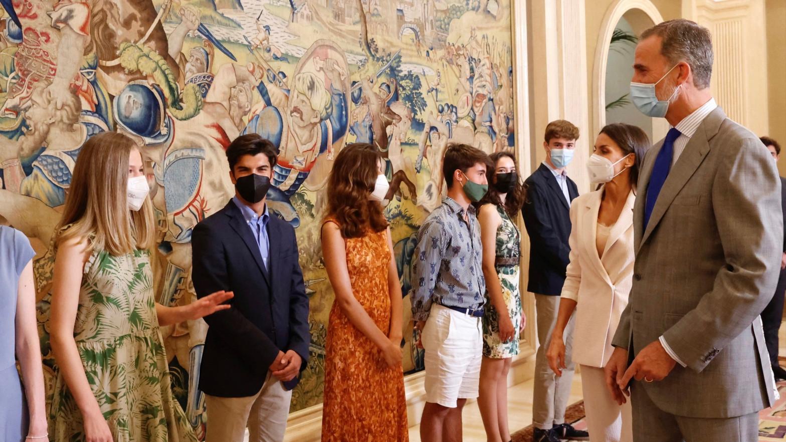 El rey Felipe le gasta una broma a su hija Leonor delante de sus compañeros