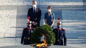"""El Rey preside el homenaje a las víctimas de la covid y los sanitarios: """"Han dejado una huella indeleble"""""""