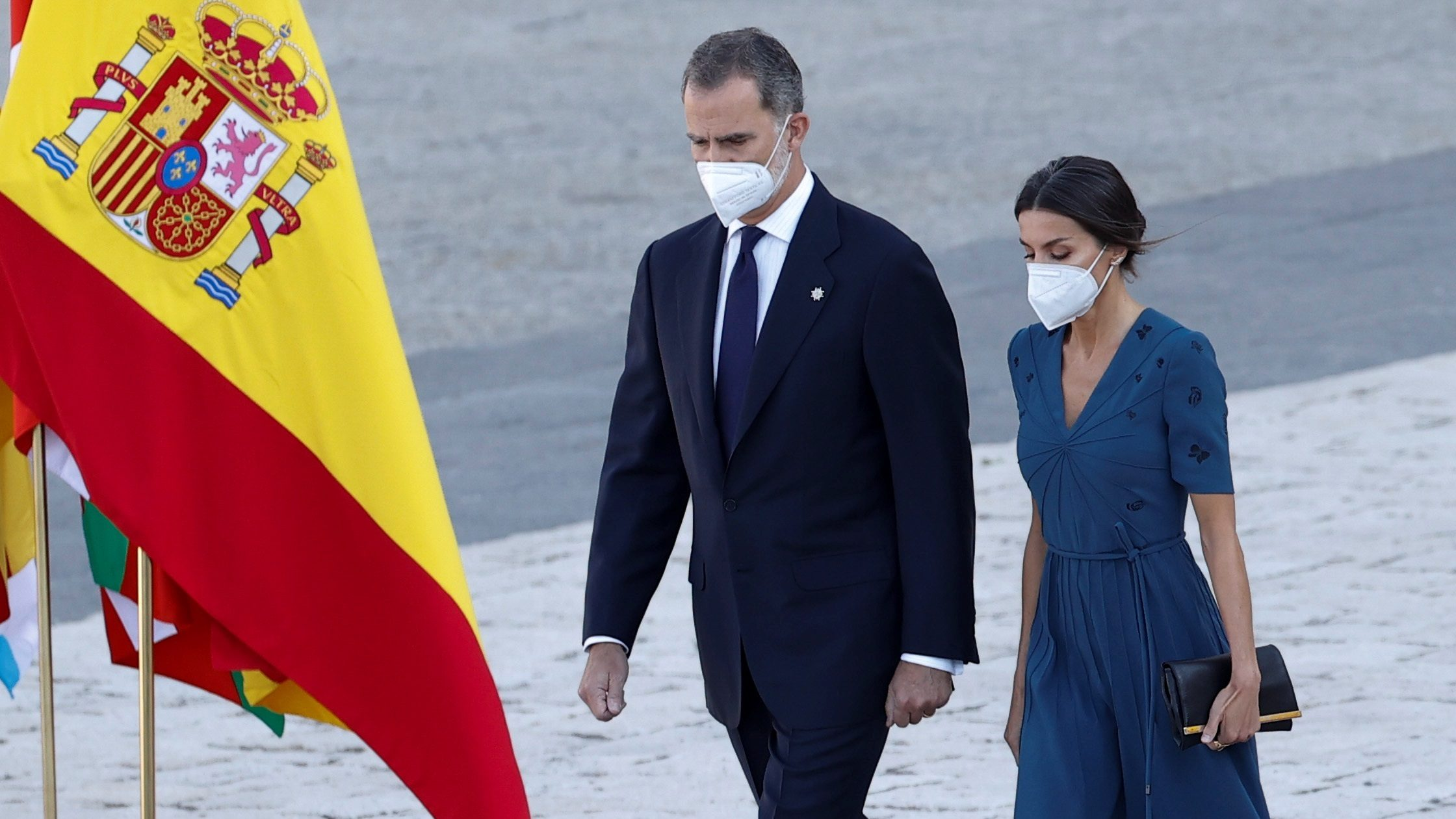 El rey Felipe VI y la reina Letizia, durante el acto de homenaje de estado a las víctimas de la pandemia de la covid-19. EFE.