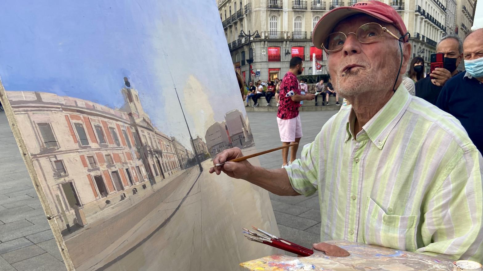 """La Policía Municipal pide """"los papeles"""" a Antonio López por pintar en la Puerta del Sol: """"Puede ser Van Gogh o quien sea"""""""