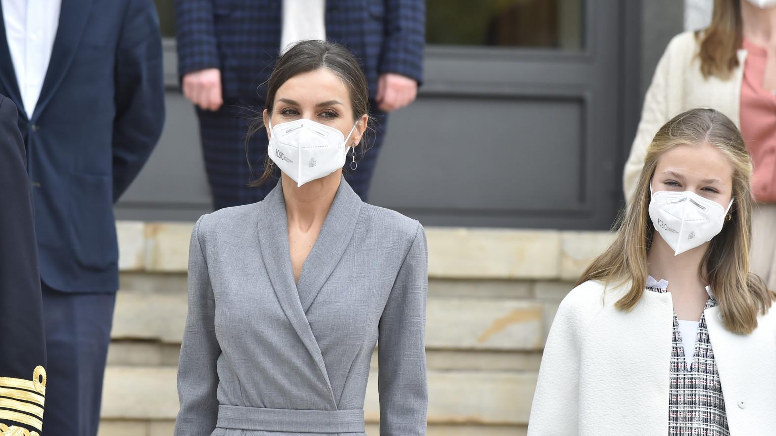La reina Letizia se vacuna por fin contra la covid-19 junto a la princesa Leonor