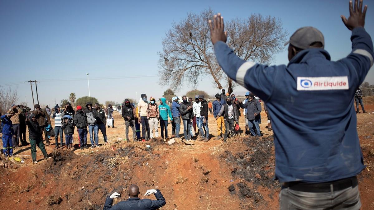 El balance de muertos en las protestas de Sudáfrica aumenta a 217